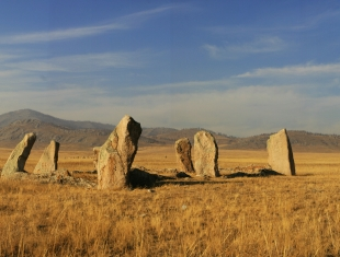 Древние захоронения в Камызякской степи