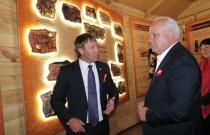 Глава Хакасии знакомится с новым Визит-центром