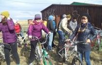 Участники Школы нового поколения готовятся к велосипедной экскурсии, Иткуль