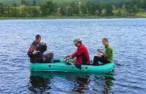 Студенты МГУ исследуют озеро Лиственки