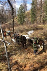 Конвоирование задержанной группы браконьеров