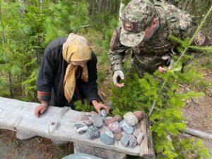 Агафья любит собирать красивые камни на берегу реки