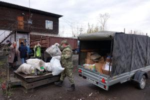 Взвешивание собранного мусора на сортировочной площадке
