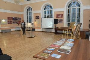Елена Миклашевич представляет результаты работ по гранту РГО на конференции