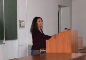 Старший научный сотрудник заповедника Инна Исаева проводит открытую лекцию студентам