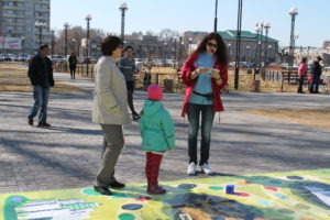 """Участники играют в экологическую игру """"Жизнь без отходов"""""""