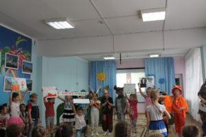 Воспитанники детского сада показывают сказку