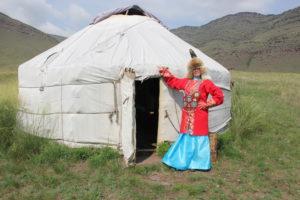На экскурсии в Поселке предков можно примерить традиционные древние наряды