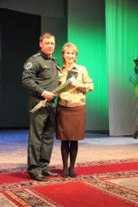 Директор заповедника Хакасский вручил сотрудникам ведомственные награды