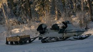 Завоз средств обеспечения и транспортировка груза осуществляется с помощью снегоходов